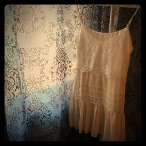 Dresses & Skirts - Delicate lace detailed vintage style dress
